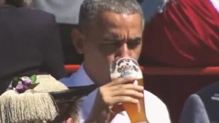 奥巴马当年在德国喝啤酒吃烤肠,大快朵颐,比川普潇洒多了