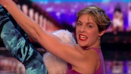 英国达人秀:美女抱着宠物狗上台,全场傻眼,太美了!