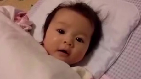 妈妈叫宝宝起床,萌娃却直接聊起了天,奶声奶气的模样萌翻了