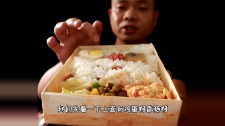 """网红口水鸡有那么好吃吗?美团评分低,送的""""仙草奶茶""""不敢喝"""