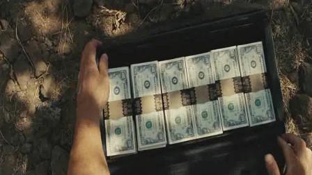 一片狼藉的交火现场,男子捡获一箱美钞,却没发现里面有追踪器