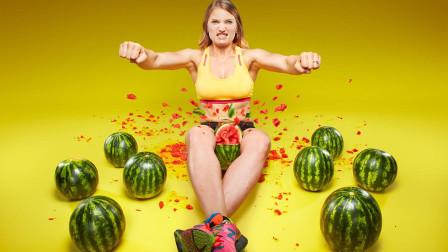 高手在民间:美女14秒掐爆3个西瓜,获得吉尼斯纪录!