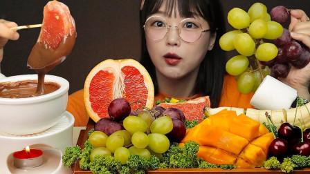 """韩国ASMR吃播:""""香蕉+芒果+樱桃+葡萄+巧克力酱"""",听这咀嚼音,吃货欧尼吃得真馋人"""