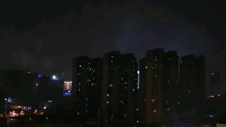 暴风骤雨,电闪雷鸣!