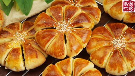自制豆沙花朵面包,非常的松软香甜,附带豆沙馅的做法!