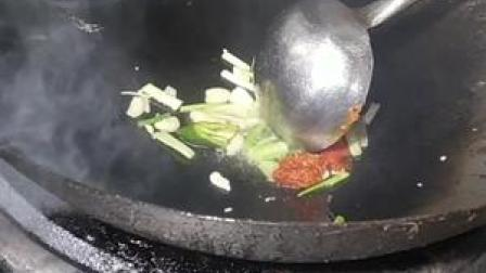 这厨师炒菜速度太快了吧,一份炒大肠48秒搞定了,这大肠能吃吗?