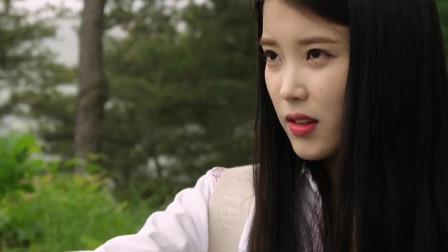 韩剧高能:IU春心萌动,不料对象是个直男,被这雨淋得透透的