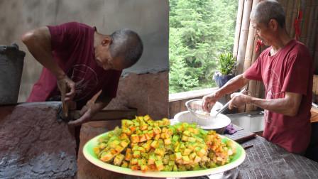 老王家修建厨房, 师傅们干的热火朝天, 老王做红薯点心给众师傅歇稍