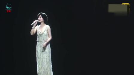 邓丽君最经典的一首歌,一出场瞬间泪奔了,无人能超越