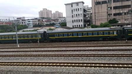 2020年6月14日,Z201次(北京西站—三亚站)本务中国铁路广州局集团有限公司DF11G-0167搭载25T车底,广州站—佛山站段运行