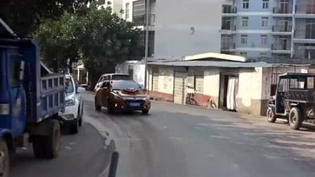 云南小伙接亲,开一辆比亚迪秦,这车多少钱?省油吗?