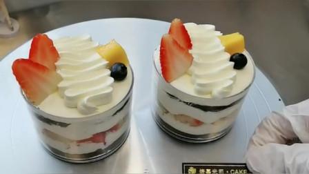 创意草莓蛋糕杯,大人小孩儿都爱吃,你们学会了吗?