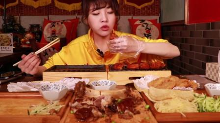 大胃王mini吃藕盒卷饼和肘子鸡排,这味道真的是太绝了