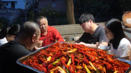 农村小哥做懒人版小龙虾,洗虾做虾干货满满,虾肉Q弹入味巴适