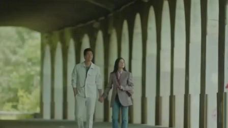韩剧:刘智泰拿出戒指跟李宝英求婚,两人甜蜜相拥在一起幸福生活