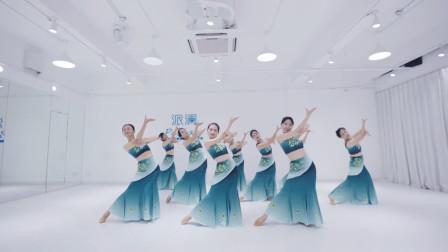 傣族舞《水》,风情婀娜舞姿水灵,太美了!看了就想学!
