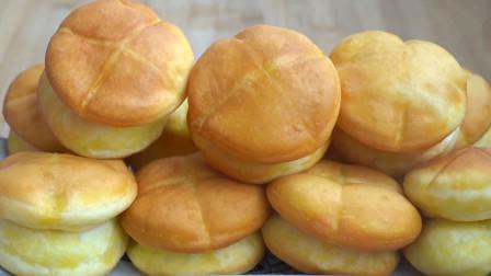 早餐别出去买了,面粉里打2个鸡蛋,筷子一压,出锅比面包还好吃