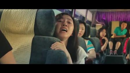 女孩被绑架逃上公交车,杀手上车抓人车上乘客冷漠视若不见