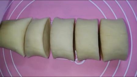 家庭版电饭锅蒸面包这样做,方法很简单,一学就会,味道很好哦!