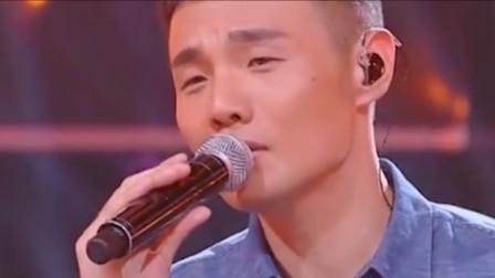 没想到这些火遍大江南北的歌曲,都是这位小眼睛歌手李荣浩创作的