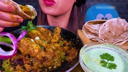 国外美女吃播:吃辣味塔瓦鸡+薄荷酸辣酱+辣椒+洋葱