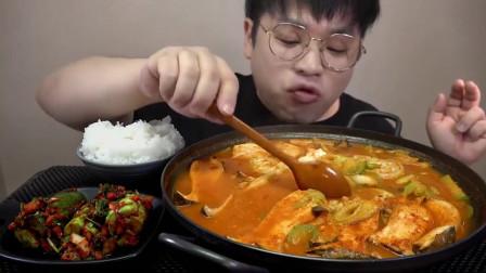 美食吃播:牛骨豆腐汤+饺子,吃的津津有味,让人垂涎欲滴