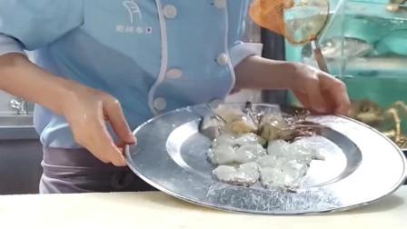 广东美女剥大明虾,网友:刀功转得都花眼,男的都不一定耍得过来!