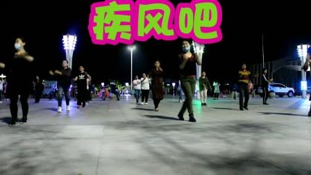 荣蓉广场舞《面对疾风吧》