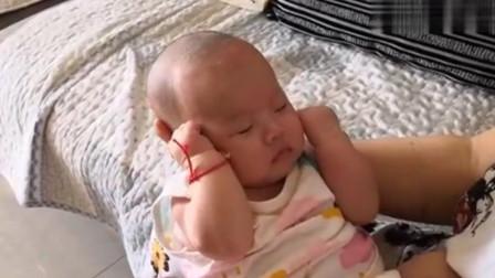 宝宝睡醒后发现头发不见了,下一秒的反应,把全家彻底逗笑了