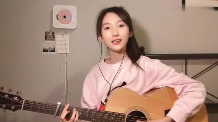 清纯美女校花吉他弹唱《慢慢喜欢你》,网友评价:听完我恋爱了!