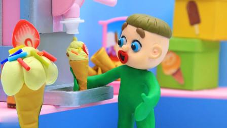 小绿娃自已动手做冰激淋,最后叔叔还奖励一个草莓味的给他