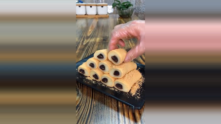 分享一款红豆沙馅的凉糕,软软糯糯,口感非常棒