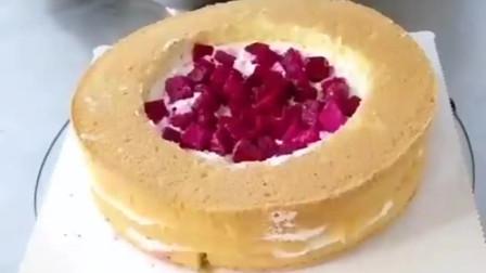 卖的双层蛋糕原来是这样做的,偷工减料这么多,不看你都不知道。