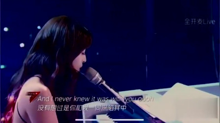 《乘风破浪的姐姐》:温柔小姐姐张含韵钢琴弹唱《wonderful u》