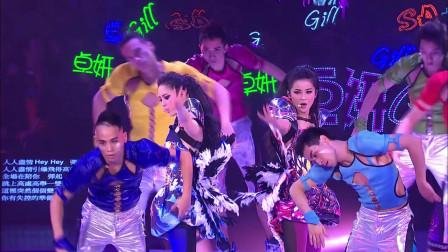 Twins 《人人弹起》, 蔡卓妍和钟欣潼都唱嗨了,现场观众沸腾了