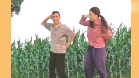 小英夫妻俩曳步舞《渴望》勾起了一代人的回忆,祝他们越来越好!