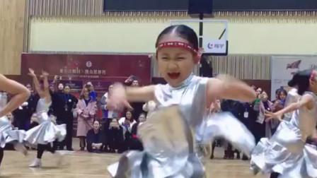 七岁宝宝跳拉丁舞,表情比动作更加抢戏,网友:这娃看起来不好惹