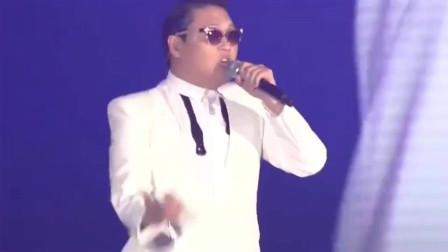 鸟叔现场演唱神曲《江南Style》小野马泫雅伴舞,全称高能!