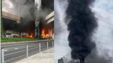 上海一停车场突发大火,现场浓烟直冲云天,高架桥都被覆盖
