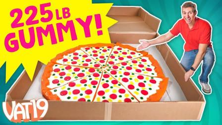 小伙突发奇想,使用橡胶糖来制作超大披萨,隔壁小孩都馋哭了!