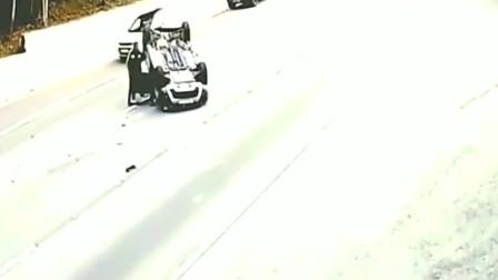 诡异!监控拍下车祸的离奇瞬间,反复看了五遍都也没看明白!