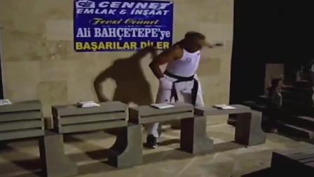徒手劈砖世界第一人,创造吉尼斯纪录,这操作太牛了!