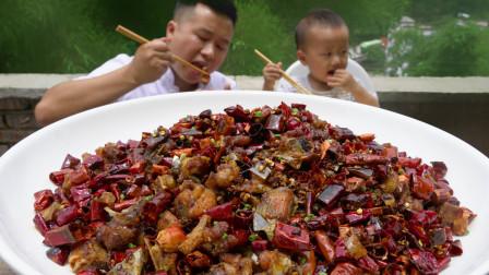 """四川农村厨师,做一道正宗川菜""""辣子鸡""""  肉质干香 外酥里嫩"""