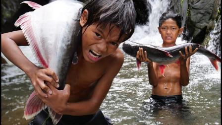 机智哥俩户外捕鱼,意外捕到极品大鱼,这兄弟俩宝马有希望了!