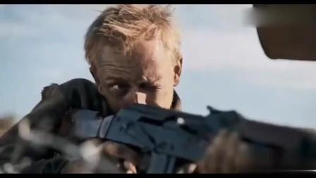 要塞:子弹比大拇指还粗,这才叫远程扫射,狙击手一旁打配合