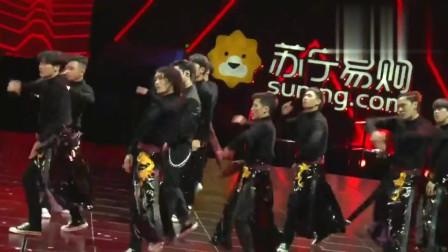 618超级秀,张艺兴新曲《莲》,舞台气氛强烈,歌好好听!