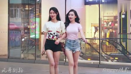 三里屯街拍:美女往往对方向方位不够明感,即使网红模特也不例外