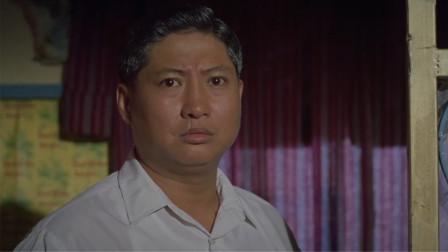七小福:看京剧的人越来越少,老板不在雇佣洪师傅,京剧牌匾被摘