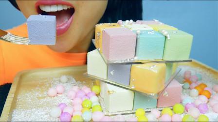 """火遍全球的""""魔方慕斯蛋糕"""",由27块不同口味组合,每一口都是惊喜"""