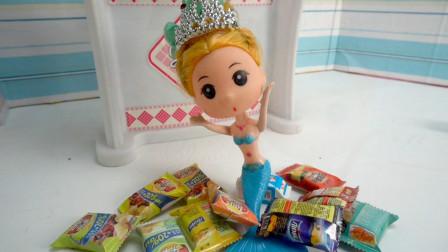 小美人鱼拿海底世界海螺号角到芭比家楼下的超市买东西